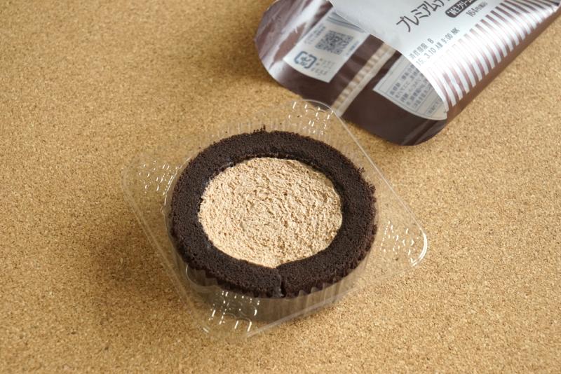 ローソンのプレミアムチョコロールケーキ