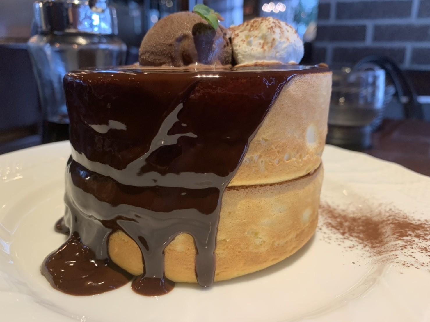 星乃珈琲店の生チョコレートスフレパンケーキのアップ