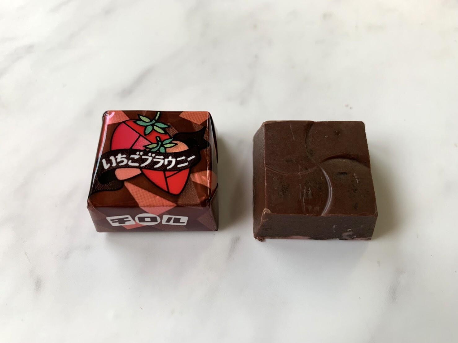 チロルチョコいちごブラウニー